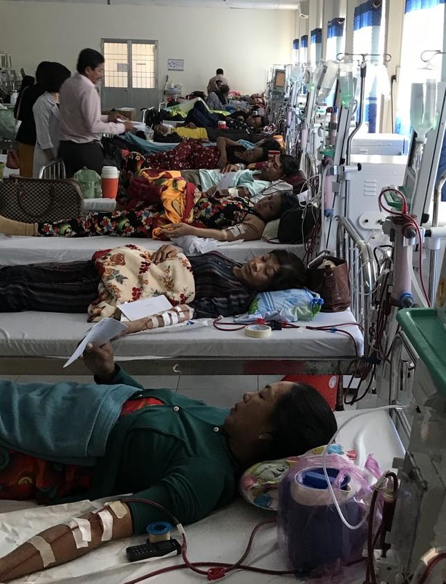 Báo Tiền Phong trao quà Tết cho bệnh nhân nghèo ở Cà Mau ảnh 6
