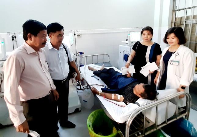 Báo Tiền Phong trao quà Tết cho bệnh nhân nghèo ở Cà Mau ảnh 4