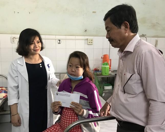 Báo Tiền Phong trao quà Tết cho bệnh nhân nghèo ở Cà Mau ảnh 5