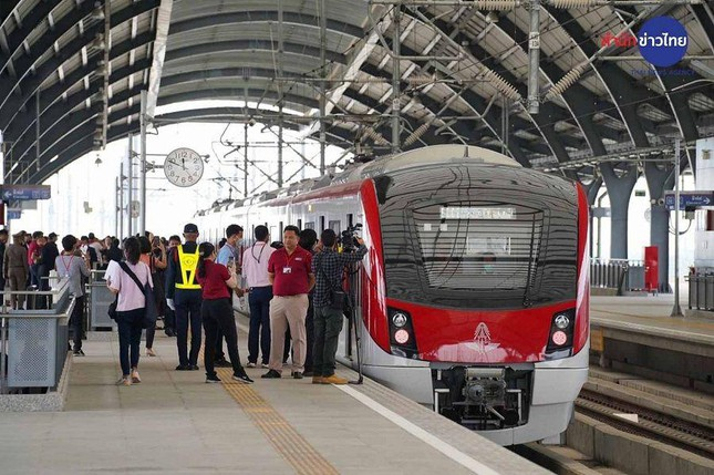 Thái Lan ra mắt tuyến tàu điện mới, xuống sân bay Don Mueang là về thẳng trung tâm Bangkok ảnh 1