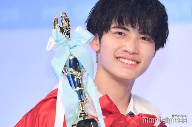 """Nam sinh đẹp trai nhất Nhật Bản có nhan sắc thế nào mà khiến J-net """"không thể nào chê""""? ảnh 1"""