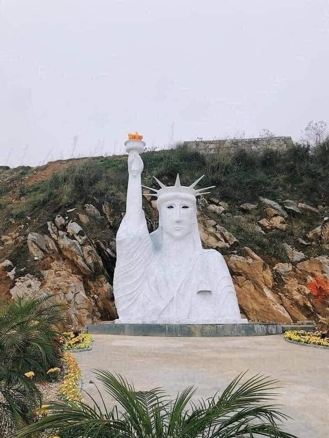 """Tượng Nữ thần Tự do """"fake"""" ở Sa Pa bị dân mạng chê tơi tả, chính quyền vào cuộc kiểm tra ảnh 1"""