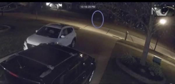 """Bí ẩn chuyện nhiều người thấy """"đứa trẻ chạy một mình trên phố"""", cảnh sát gọi là """"cô bé ma"""" ảnh 2"""
