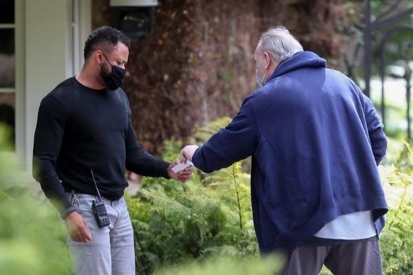 Bố của Meghan Markle lái xe tới nhà Oprah để làm gì, liệu có khiến vợ chồng cô lo lắng? ảnh 1