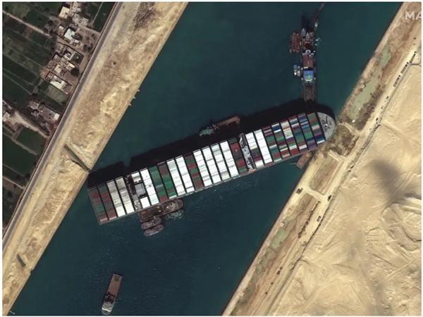 """Trùng hợp khó tin: Tàu Ever Given còn đang kẹt ở kênh đào Suez, đã thêm những vụ """"kẹt"""" mới ảnh 1"""