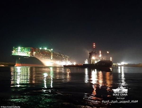 """""""Giải cứu kênh đào Suez"""": Tàu Ever Given """"đã được giải phóng"""", nhưng… vẫn kẹt, vì sao vậy? ảnh 1"""