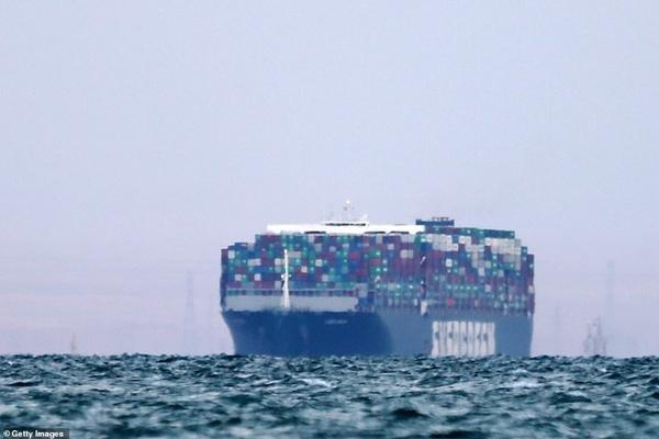 Mở khóa kênh đào Suez: Tàu đầu tiên được đi qua có điểm trùng hợp lạ lùng với Ever Given ảnh 2