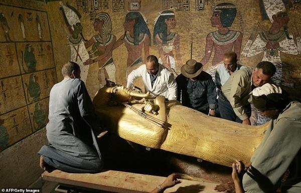 """Ngoài vụ kênh đào Suez, Ai Cập còn gặp nhiều sự cố, có phải do """"lời nguyền của Pharaoh""""? ảnh 5"""