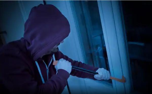 Vui mừng vì ăn trộm được nhiều tiền hơn hẳn mức kỳ vọng, tên trộm bỗng... lên cơn đau tim ảnh 1