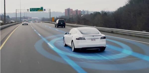 """Chế độ lái tự động của ô tô Tesla """"thua"""" khi gặp tắc đường ở Việt Nam, bảo tài xế tự lái? ảnh 1"""