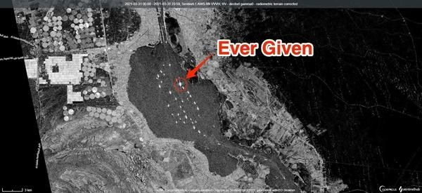 """Hình ảnh mới nhất của tàu Ever Given: """"Bỏ chặn"""" kênh đào Suez, giờ Ever Given đang ở đâu? ảnh 2"""
