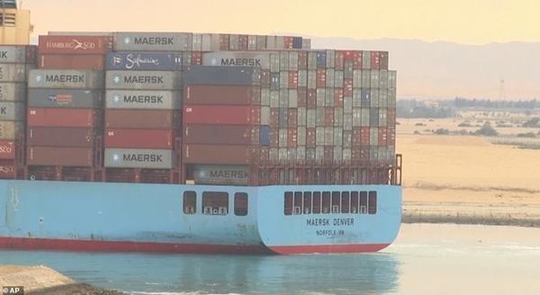"""Hình ảnh mới nhất của tàu Ever Given: """"Bỏ chặn"""" kênh đào Suez, giờ Ever Given đang ở đâu? ảnh 1"""
