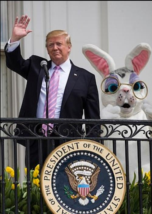Cựu Tổng thống Trump có lời chúc mừng Lễ Phục Sinh không thể kỳ lạ hơn, ai cũng choáng ảnh 1