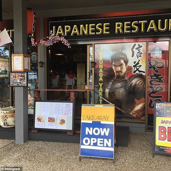 """Nhân viên nhà hàng gọi khách là """"người châu Á khó ưa"""", quản lý còn đăng lên mạng khoe ảnh 4"""