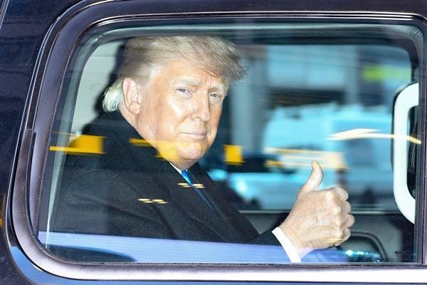 """Cựu Tổng thống Trump đang dần từ bỏ """"tên thương hiệu"""" của mình để dùng số 45, tại sao vậy? ảnh 3"""