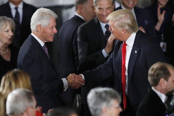 """Cựu Tổng thống Trump đang dần từ bỏ """"tên thương hiệu"""" của mình để dùng số 45, tại sao vậy? ảnh 2"""