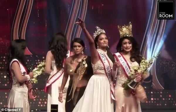 Hoa hậu và cựu Hoa hậu Quý bà Sri Lanka giằng nhau vương miện đến sứt đầu mẻ trán ảnh 3