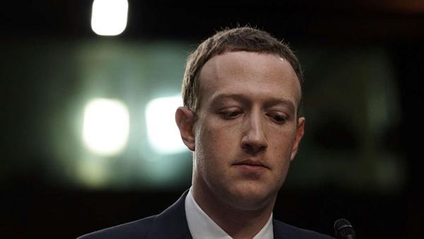 Không chỉ lộ số điện thoại, Mark Zuckerberg còn bị phát hiện dùng app nhắn tin của đối thủ ảnh 1