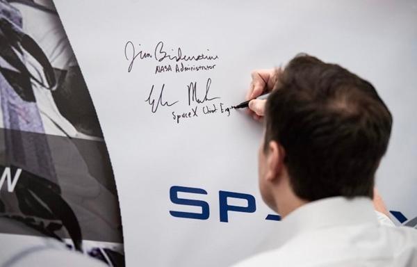Chữ ký của những tỷ phú giàu nhất thế giới tiết lộ điều gì, chữ ký của bạn tương tự không? ảnh 3