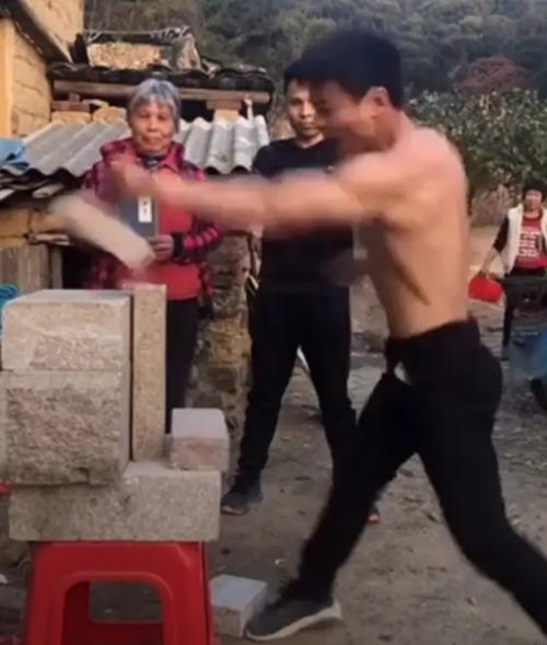 Chàng trai gây tranh cãi vì có thể biểu diễn Nhất Thốn Quyền như huyền thoại Lý Tiểu Long ảnh 2