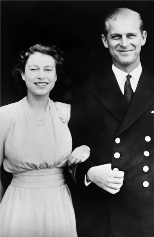 Hoàng thân Philip qua đời: Nhìn lại chuyện tình yêu đặc biệt của Nữ hoàng Anh và chồng ảnh 2