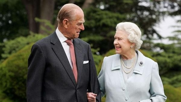 Hoàng thân Philip qua đời: Nhìn lại chuyện tình yêu đặc biệt của Nữ hoàng Anh và chồng ảnh 1