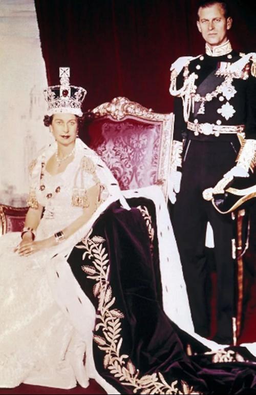 Hoàng thân Philip qua đời: Nhìn lại chuyện tình yêu đặc biệt của Nữ hoàng Anh và chồng ảnh 5