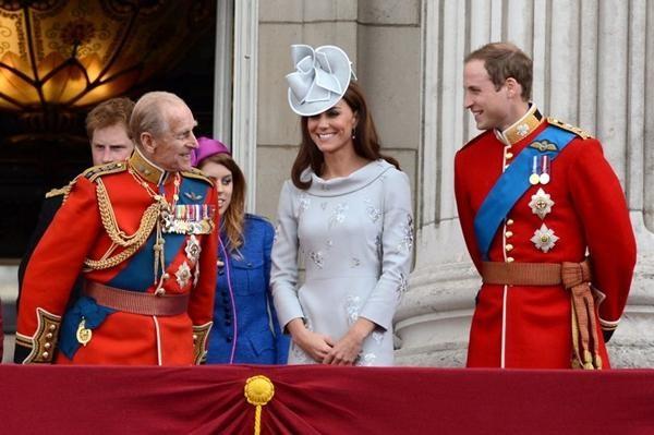 Động thái khác biệt của William - Kate và Harry - Meghan sau khi Hoàng thân Philip qua đời ảnh 1