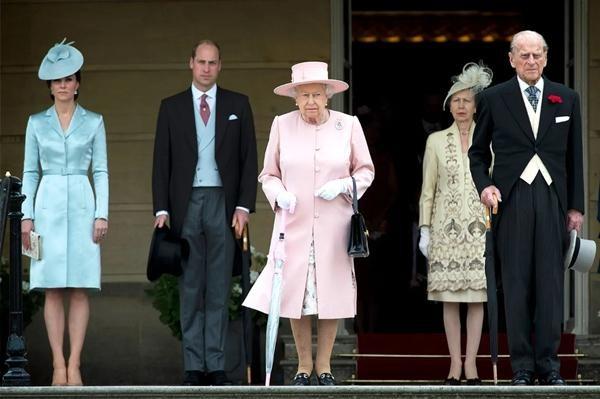 Công nương Kate đã định cho các con tham dự tang lễ Hoàng thân Philip, tại sao giờ đổi ý? ảnh 3