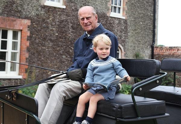 William lần đầu đăng bức ảnh này của Hoàng thân Philip và George, có một điểm rất đặc biệt ảnh 1