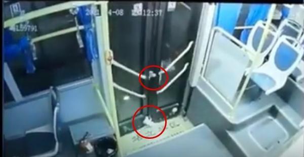 Mắc chân vào cửa xe buýt, nữ sinh bị kéo lê trên đường một đoạn dài, kết quả rất bất ngờ ảnh 2