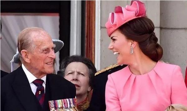 William lần đầu đăng bức ảnh này của Hoàng thân Philip và George, có một điểm rất đặc biệt ảnh 3