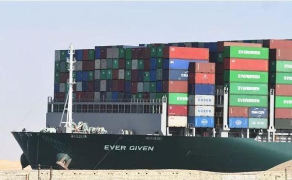 """Mới nhất về tàu Ever Given: Thủy thủ đoàn bị tạm giữ, bên liên quan gọi đây là """"tống tiền"""" ảnh 2"""