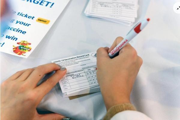 Tranh cãi khi nhiều trường Đại học ở Mỹ yêu cầu SV phải tiêm vắc-xin trước năm học tới ảnh 4