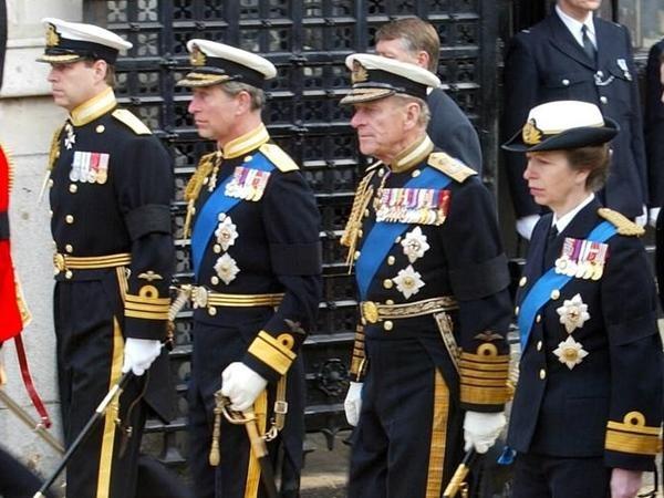 """Tinh tế như Nữ hoàng Anh: Đưa ra quyết định mới, giúp Hoàng tử Harry """"giữ thể diện"""" ảnh 2"""