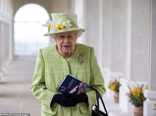 """Tinh tế như Nữ hoàng Anh: Đưa ra quyết định mới, giúp Hoàng tử Harry """"giữ thể diện"""" ảnh 3"""