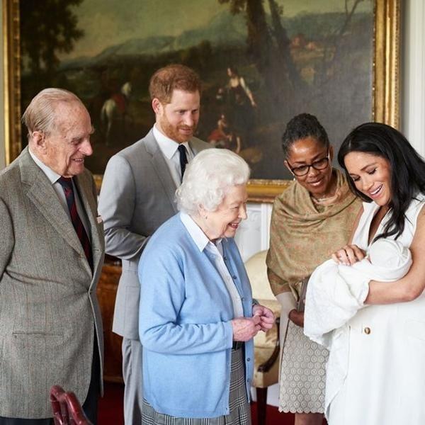 """Bằng chứng cho thấy Hoàng gia Anh không hề """"nể mặt"""" Meghan, dù chào đón Harry về quê hương ảnh 4"""