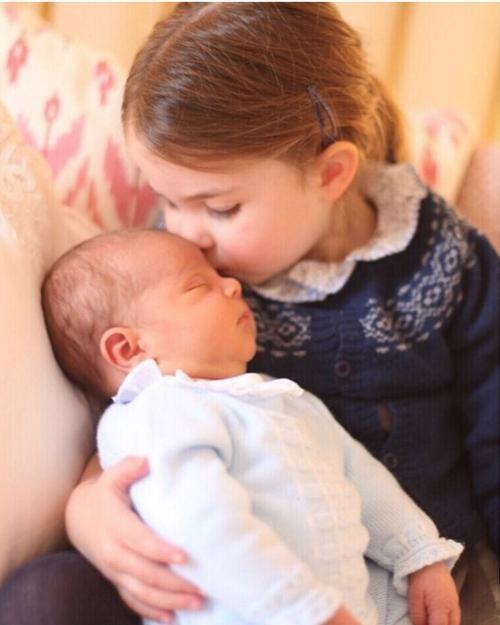 Những bức ảnh Hoàng gia tiết lộ vai trò đặc biệt của Kate Middleton trong gia đình chồng ảnh 5