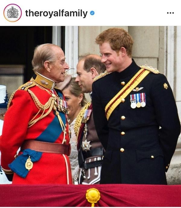 """Bằng chứng cho thấy Hoàng gia Anh không hề """"nể mặt"""" Meghan, dù chào đón Harry về quê hương ảnh 3"""