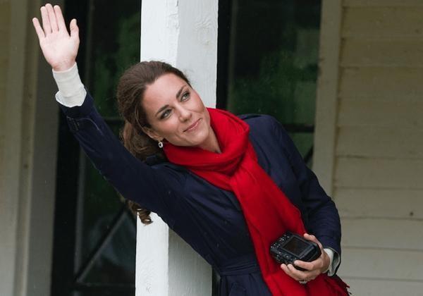 Những bức ảnh Hoàng gia tiết lộ vai trò đặc biệt của Kate Middleton trong gia đình chồng ảnh 2