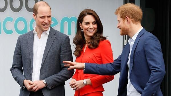 Anh em xa cách: Có người sẽ đứng xen giữa William - Harry trong tang lễ Hoàng thân Philip? ảnh 4