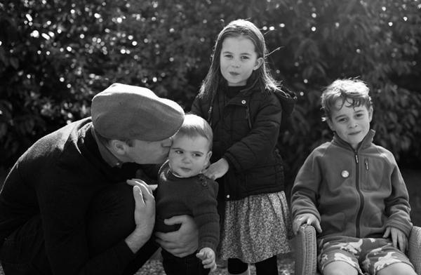 Những bức ảnh Hoàng gia tiết lộ vai trò đặc biệt của Kate Middleton trong gia đình chồng ảnh 6