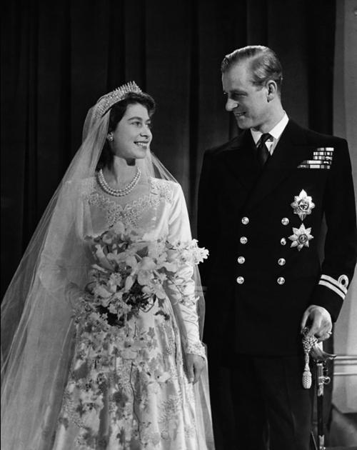 Mãi như thuở ban đầu: Nữ hoàng Anh đăng ảnh hạnh phúc trước khi từ biệt Hoàng thân Philip ảnh 3