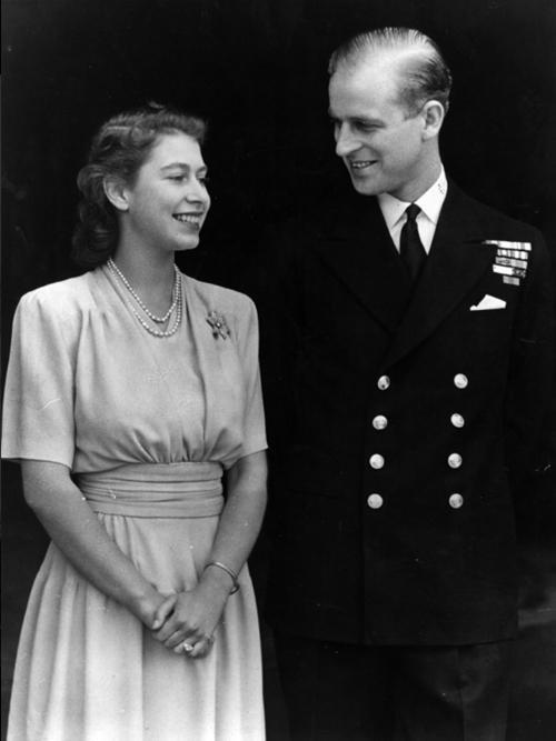 Mãi như thuở ban đầu: Nữ hoàng Anh đăng ảnh hạnh phúc trước khi từ biệt Hoàng thân Philip ảnh 2