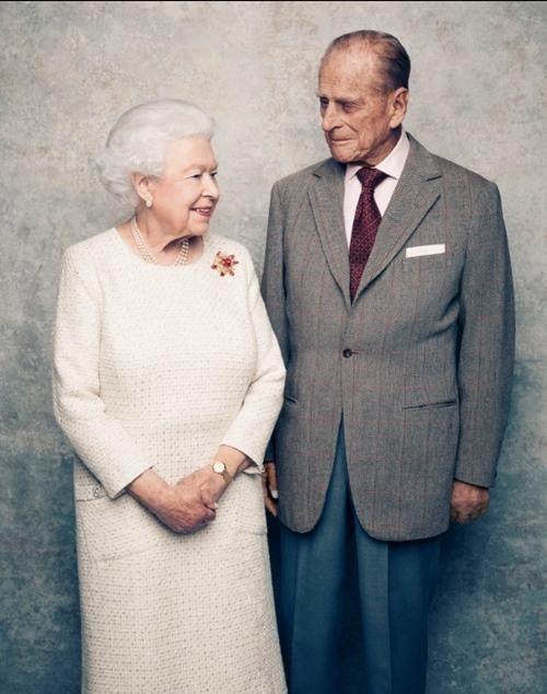 Mãi như thuở ban đầu: Nữ hoàng Anh đăng ảnh hạnh phúc trước khi từ biệt Hoàng thân Philip ảnh 4