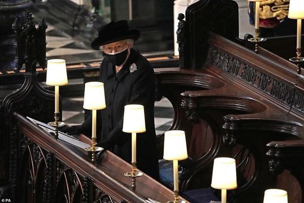 Lời tạm biệt cuối cùng: Bóng dáng cô độc của Nữ hoàng, xe ngựa chẳng còn Hoàng thân Philip ảnh 4