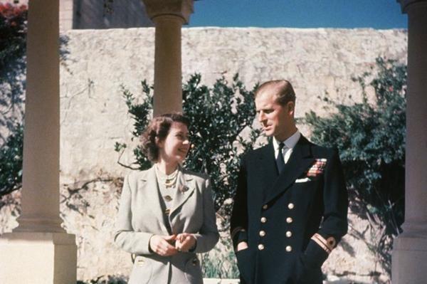 Nghĩa cử cuối cùng của Nữ hoàng: Bức thư viết tay đặc biệt, dành cho Hoàng thân Philip ảnh 2