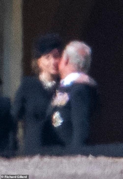 """""""Sinh ra để làm Hoàng hậu"""": Kate được khen vì cách cư xử trong tang lễ Hoàng thân Philip ảnh 5"""