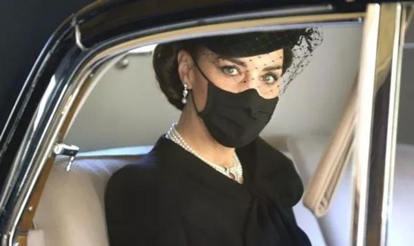 """""""Sinh ra để làm Hoàng hậu"""": Kate được khen vì cách cư xử trong tang lễ Hoàng thân Philip ảnh 1"""