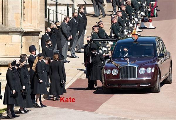 """""""Sinh ra để làm Hoàng hậu"""": Kate được khen vì cách cư xử trong tang lễ Hoàng thân Philip ảnh 2"""